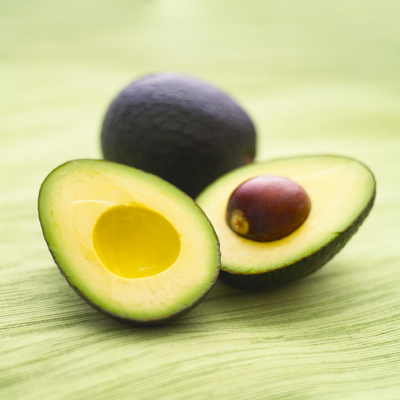 Avocado-un fruct aparte, dar plin de beneficii