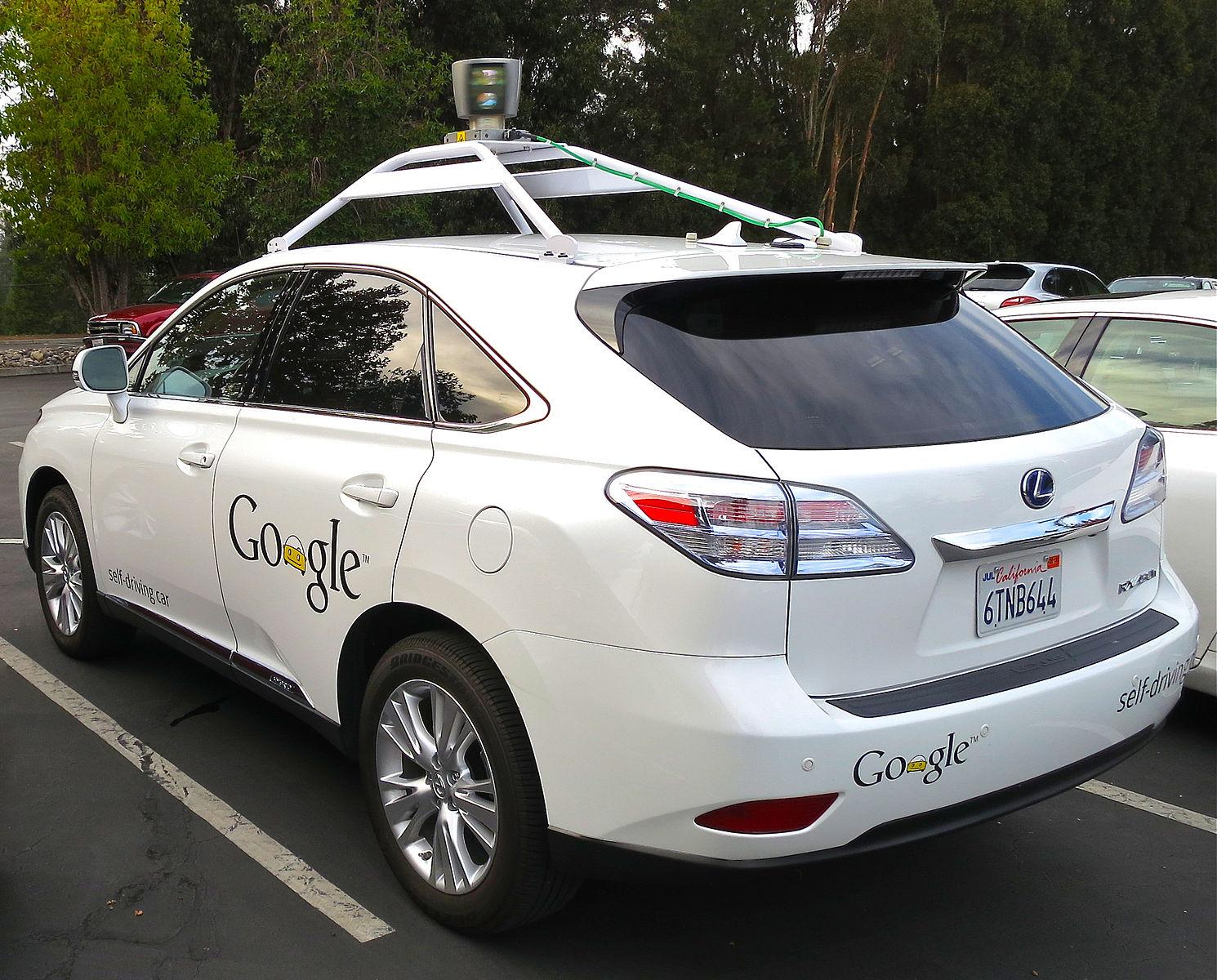 Pe cine va salva masina Google