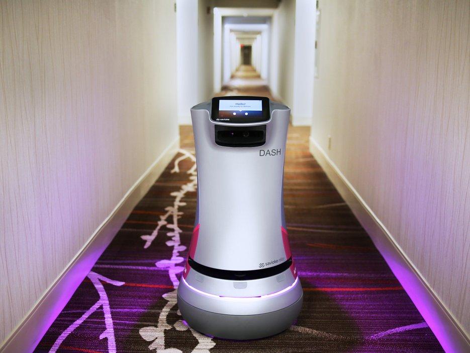 Robotul Dash s-a angajat la hotel